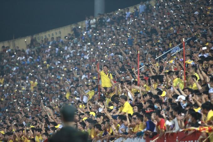 Khán giả Nam Định lần thứ tư được hưởng trọn niềm vui tại Thiên Trường mùa này. Ảnh: Lâm Thỏa.