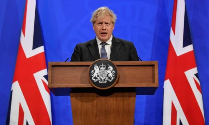 Thủ tướng Boris Johnson trong cuộc họp báo Chính phủ Anh tại phố Downing, London hôm 20/4. Ảnh: AFP
