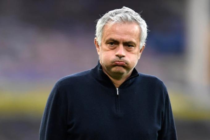 Mourinho phải rời Tottenham sau 17 tháng làm việc. Ảnh: Reuters.