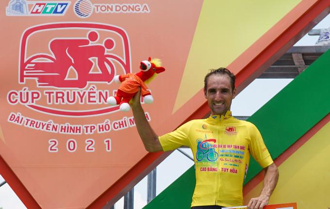 Loic Desriac vẫn bảo vệ thành công danh hiệu Áo Vàng sau 16 chặng. Ảnh: Văn Thuận.