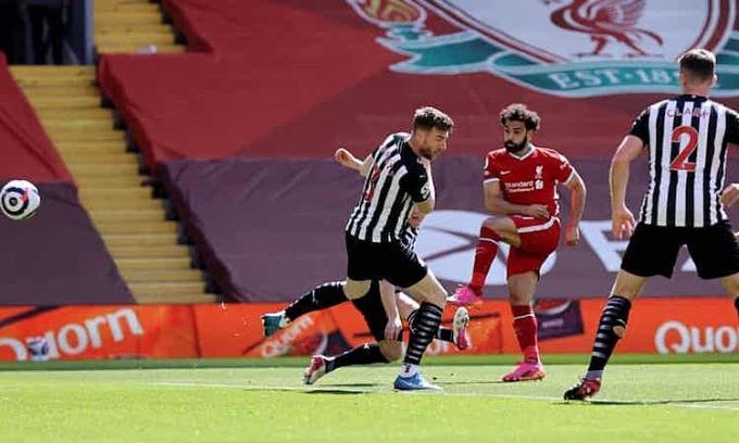 Salah ghi  bàn thứ 20 cho  Liverpool  tại  Ngoại  hạng  Anh  mùa  này. Ảnh: Reuters.