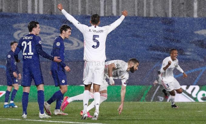 Benzema gỡ hoà 1-1 từ cú sút trúng hướng cầu môn duy nhất của Real. Ảnh: Twitter / Real Madrid