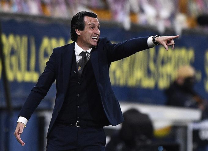 HLV Emery chỉ đạo các cầu thủ Villarreal đối đầu đội bóng cũ Arsenal. Ảnh: Reuters.