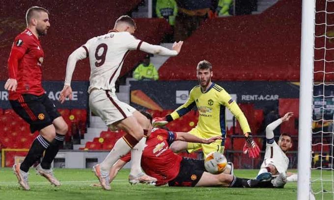 Dzeko  đã ghi sáu bàn trong năm lần gần nhất  đá tại sân Old Trafford  của Man Utd. Ảnh: Reuters.