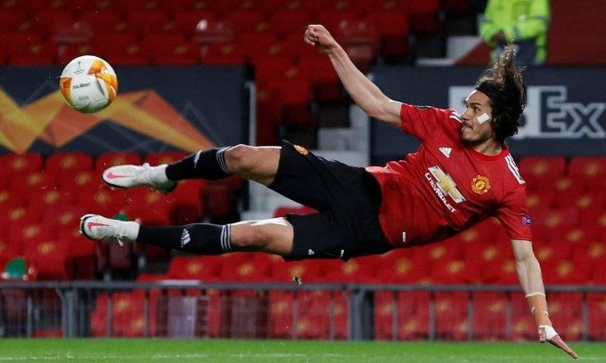 Nhiều CĐV Man Utd khao khát Cavani ở lại thêm một năm, sau khi anh ghi 12 bàn, dù chỉ đá chính 17 trận mùa này. Ảnh: Reuters