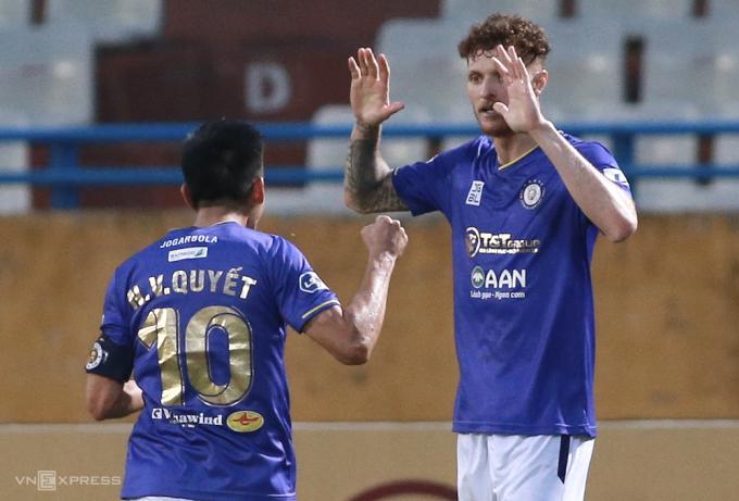 Gieovane là người hùng với cú đúp vào lưới đội bóng cũ, giúp Hà Nội có chiến thắng sau hai trận thua liên tiếp. Ảnh: Lâm Thoả