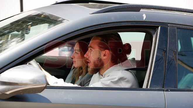 Trung vệ Mingueza và bạn gái đến nhà Messi dự tiệc. Ảnh: Diario Sport.