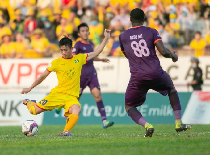 SLNA (vàng) đang đứng cuối bảng V-League 2021. Ảnh: VPF.