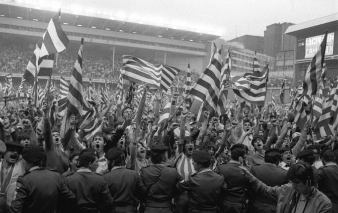 Fan Bilbao mừng chức vô địch La Liga năm 1984. Ảnh: AS