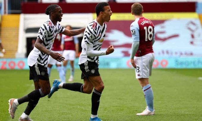 Man Utd (áo trắng sọc đen) bị dẫn trước ở 14 trận tại Ngoại hạng Anh mùa này, trong đó họ thắng 10, hoà một và thua ba trận. Ảnh: EPA
