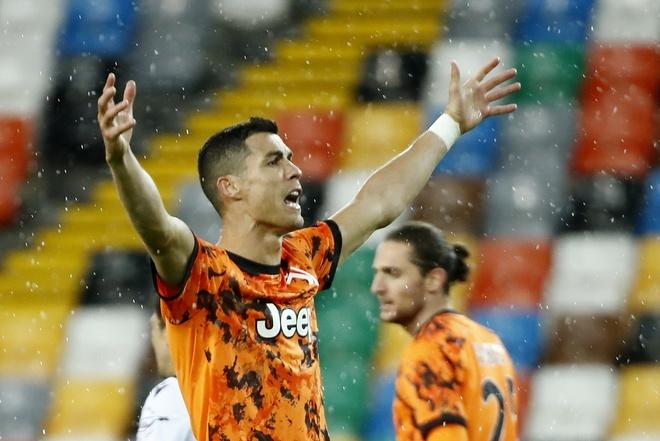 Ronaldo đang dẫn đầu cuộc đua Vua phá lưới Serie A. Ảnh: Reuters.