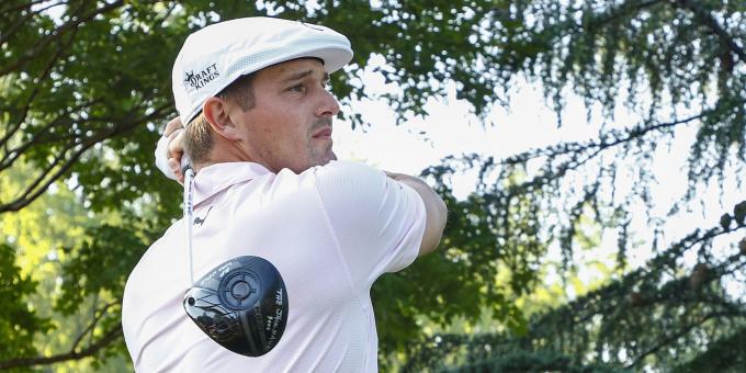 DeChambeau dẫn đầu về khoảng cách phát xa, nhưng hiệu quả không cao. Ảnh: Golf Digest