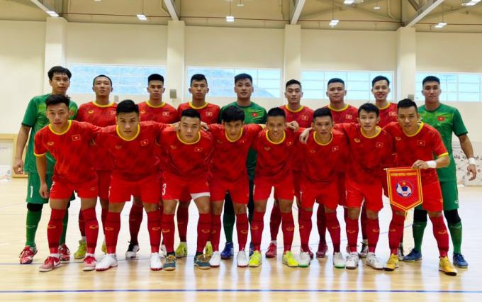 Đội tuyển futsal Việt Nam trong trận giao hữu thắng Iraq 2-1 ngày 17/5 tại UAE. Đây là trận giao hữu duy nhất của đội trước khi đấu Lebanon để tìm vé dự World Cup.