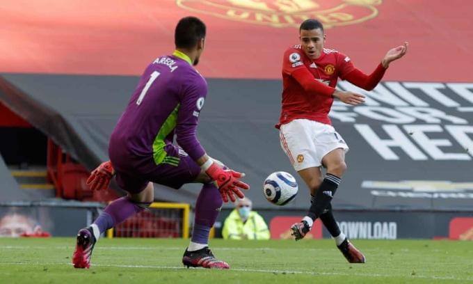 Greenwood bỏ lỡ đối mặt từ pha dàn xếp đẹp mắt của Man Utd. Ảnh: Reuters