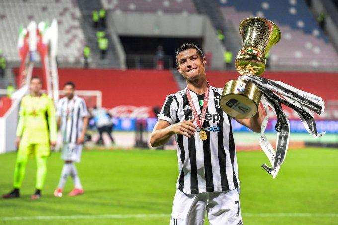 Cup Italy vừa đoạt là danh hiệu thứ 34 trong sự nghiệp của Ronaldo. Ảnh: AFP