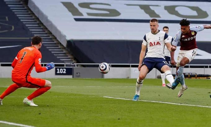 Watkins với cú sút chân trái đem về ba điểm cho Aston Villa. Ảnh: Reuters