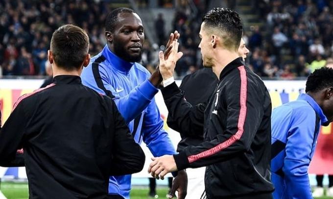 Lukaku vẫn kém xa Ronaldo về số bàn ghi được tại Serie A mùa này, nhưng được đánh giá cao hơn tiền đạo của Juventus về sự toàn diện trong lối chơi. Ảnh: AFP