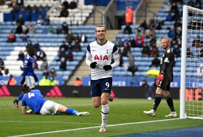 Bale vào sân từ ghế dự bị và lập cú đúp giúp Tottenham thắng 4-2. Ảnh: PA