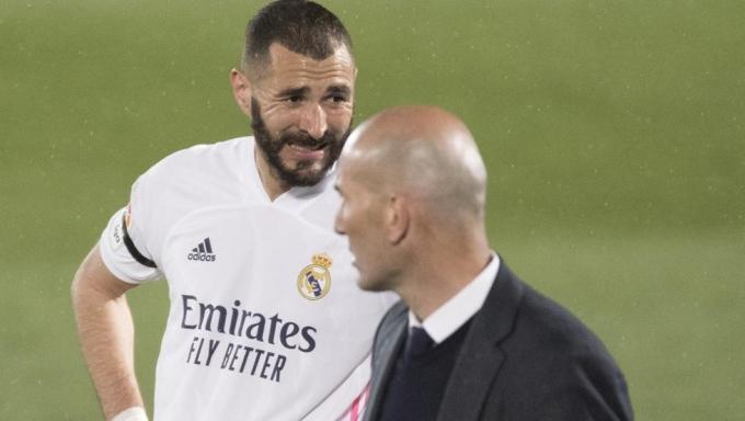 Benzema tỏ ra chán nản sau khi tan trận thắng Villarreal 2-1 ở vòng hạ màn La Liga hôm 22/5. Ảnh: Mundo Deportivo