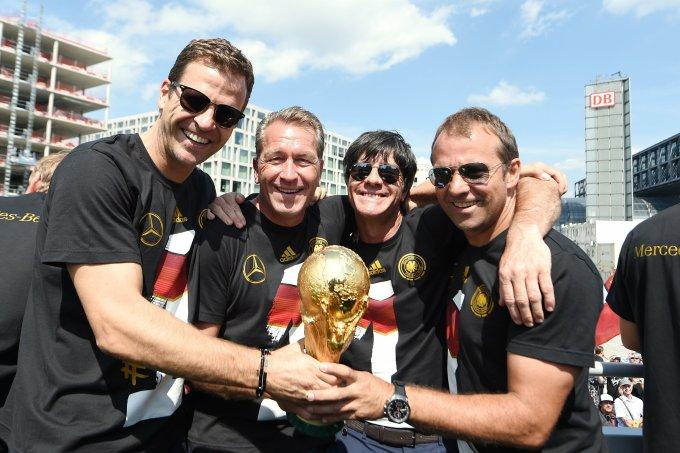 Flick (phải) là trợ lý của HLV tuyển Đức đương nhiệm Joachim Low tại các kỳ Euro 2008, 2012 và World Cup 2010, 2014. Ảnh: DFB