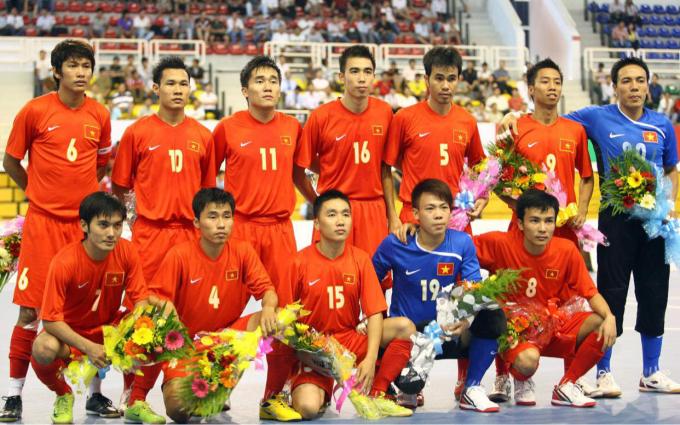 Hà Bảo Minh (6), Nguyễn Bảo Quân (10) và Phạm Minh Giang (5) là những lứa cầu thủ đầu tiên của futsal Việt Nam tham dự các giải đấu ở khu vực và châu lục. Ảnh: Đức Đồng.