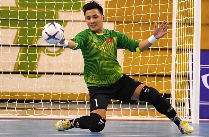 Những pha cứu thua xuất thần của thủ thành Hồ Văn Ý giúp Việt Nam đứng vững trước Lebanon để giành vé dự World Cup. Ảnh: Nguyễn Chất.