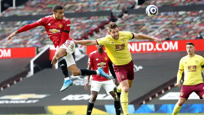 Greenwood đánh đầu ghi bàn vào lưới Burnley ở Ngoại hạng Anh hôm 16/4.