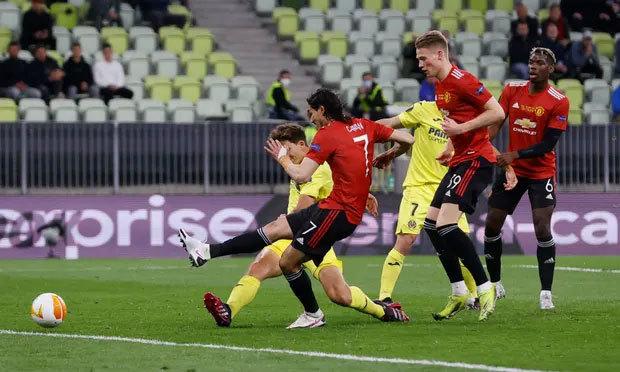 Bàn gỡ của Cavani không thể khơi dậy màn ngược dòng cho Man Utd. Ảnh: Reuters.
