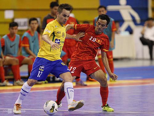Năm 2013, Việt Nam thắng Brazil - đội vẫn có nhiều cầu thủ vô địch futsal World Cup 2012. Ảnh: Đức Đồng