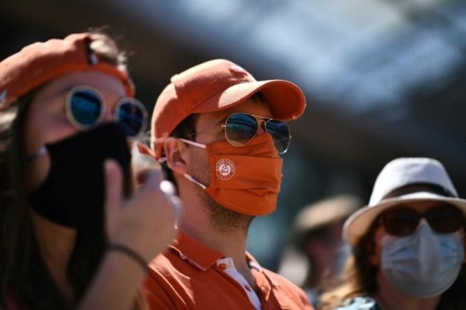 Khán giả phải đeo khẩu trang khi theo dõi Roland Garros 2021. Ảnh: Roland Garros