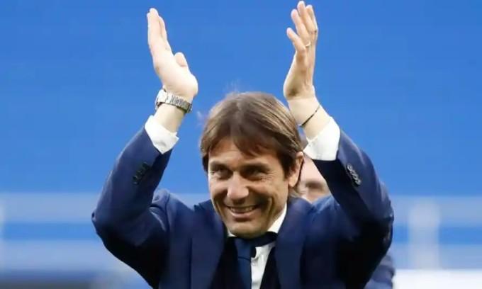 Conte có thể trở lại Ngoại hạng Anh để dẫn dắt Tottenham. Ảnh: Reuters.