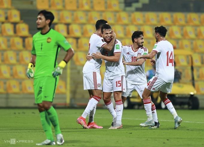 Các cầu thủ UAE mừng bàn thắng trước Malaysia. Ảnh: Lâm Thoả.