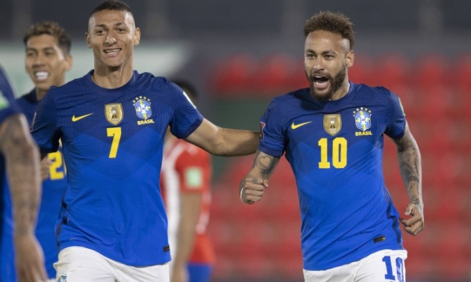 Neymar vui mừng sau khi ghi bàn mở tỷ số cho Brazil. Ảnh: AFP.