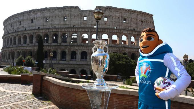 Hành trình chinh phục chiếc cúp Henry Delaunay dành cho nhà vô địch Euro sẽ bắt đầu từ Rome, Italy hôm nay. Ảnh: UEFA