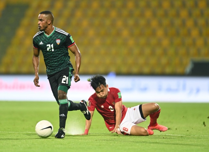 Indonesia (đỏ) xuống sức ở hiệp hai. Ảnh: UAEFA