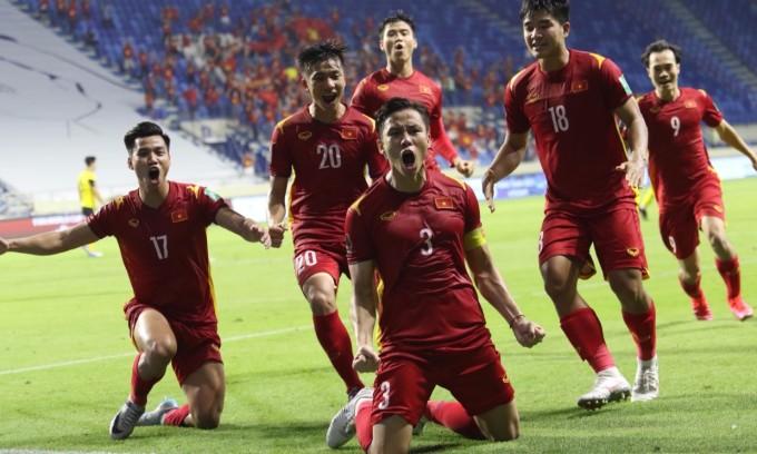 Quế Ngọc Hải ghi bàn phạt đền thứ hai ở vòng loại World Cup, sau bàn thắng vào lưới Indonesia ở lượt đi. Ảnh: Lâm Thỏa.