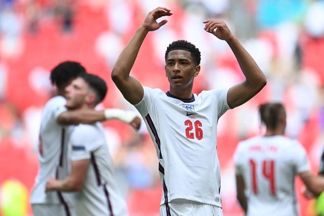 Bellingham (số 26) là tương lai của tuyển Anh. Ảnh: Reuters.
