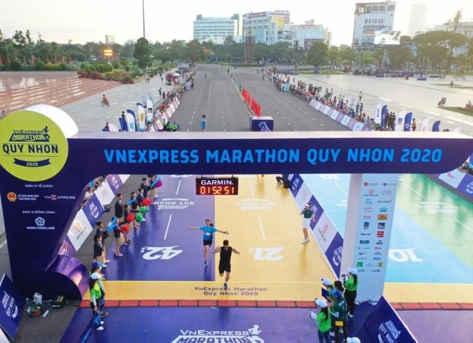 Vạch xuất phát/về đích VM Quy Nhơn 2020. Ảnh: VnExpress Marathon.