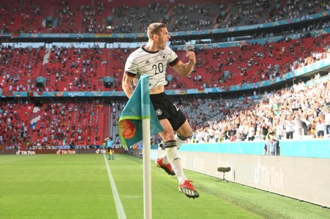Gosens có trận đấu để đời trên sân Allianz tối 19/6. Ảnh: AFP.