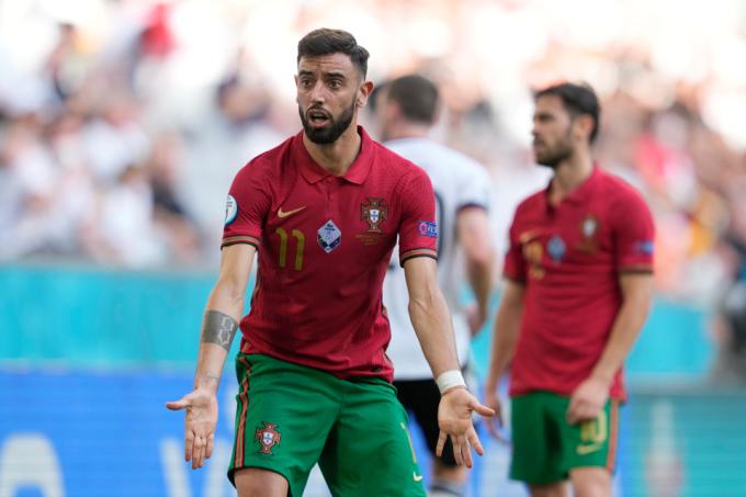 Bruno Fernandes đang chơi mờ nhạt ở Euro 2021. Ảnh: Sky