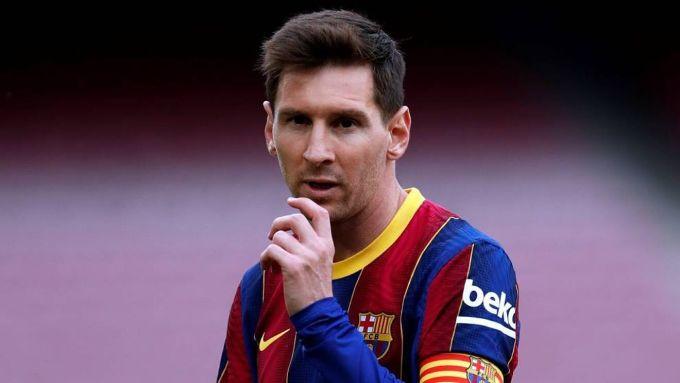 Quỹ lương quá lớn và những khoản nợ khổng ồ khiến Barca gặp khó khăn đủ bề trong việc gia hạn hợp đồng với Messi. Ảnh: EFE