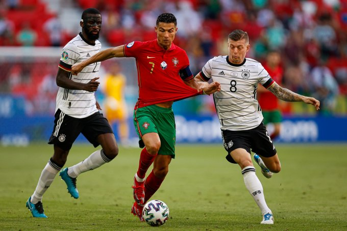 Trận thua Đức 2-4 khiến Ronaldo và Bồ Đào Nha chịu áp lực ở lượt trận cuối hôm nay. Ảnh: FPF