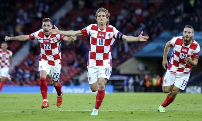 Modric giữ kỷ lục cầu thủ trẻ nhất lẫn già nhất của Croatia ghi bàn tại Euro. Ảnh: Reuters