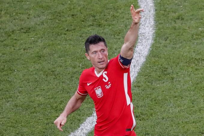 ... của Lewandowski. Ảnh: AFP.