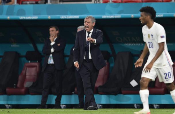 Thầy trò Santos thành công trong việc kiếm điểm từ tay Pháp. Ảnh: A Bola.