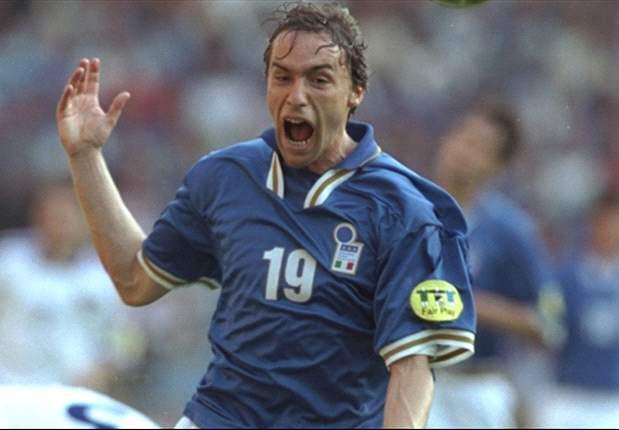 Enrico Chiesa từng chơi nhiều năm cho Parma và Fiorentina tại Serie A.
