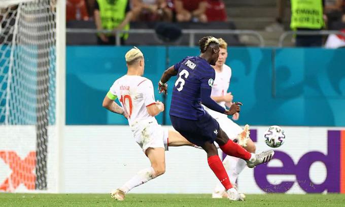 Tuyệt phẩm của Pogba không thể giúp Pháp trụ lại Euro. Ảnh: UEFA