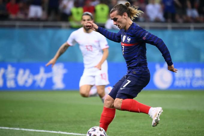 Griezmann, theo Mourinho, góp phần giúp tuyển Pháp giữ thế trận sau khi Thuỵ Sĩ rút ngắn tỷ số còn 2-3. Ảnh: Pool