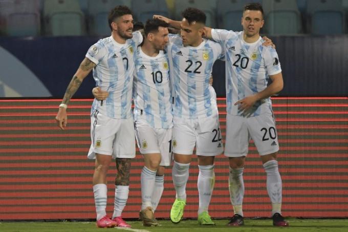 Messi (số 10) mừng bàn thắng cùng các đồng đội. Ảnh: AFP