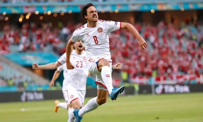 Bàn thắng sớm của Delaney tạo điều kiện để Đan Mạch làm chủ trận đấu. Ảnh: Reuters.